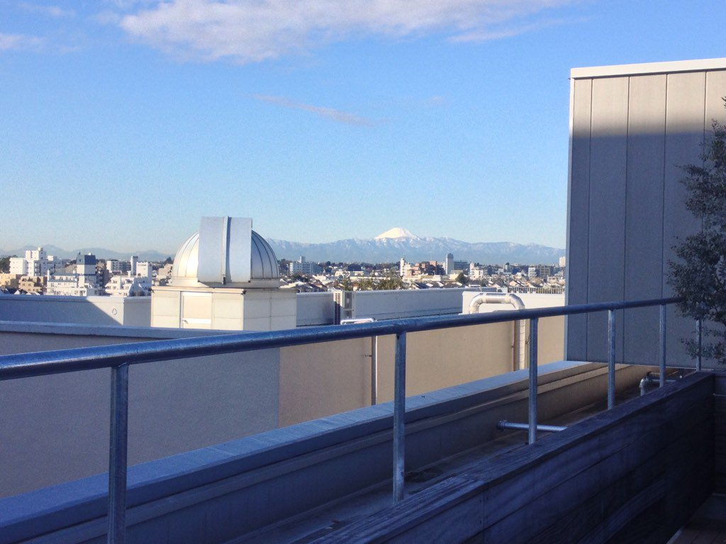You can see Mount Fuji from the roof of this building too! #ELSI2017 https://t.co/QOp56AGMKK
