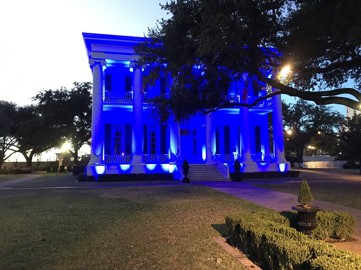 Texas Governor's Mansion lit blue for Law Enforcement Appreciation Day. https://t.co/H3XAwyHjOu