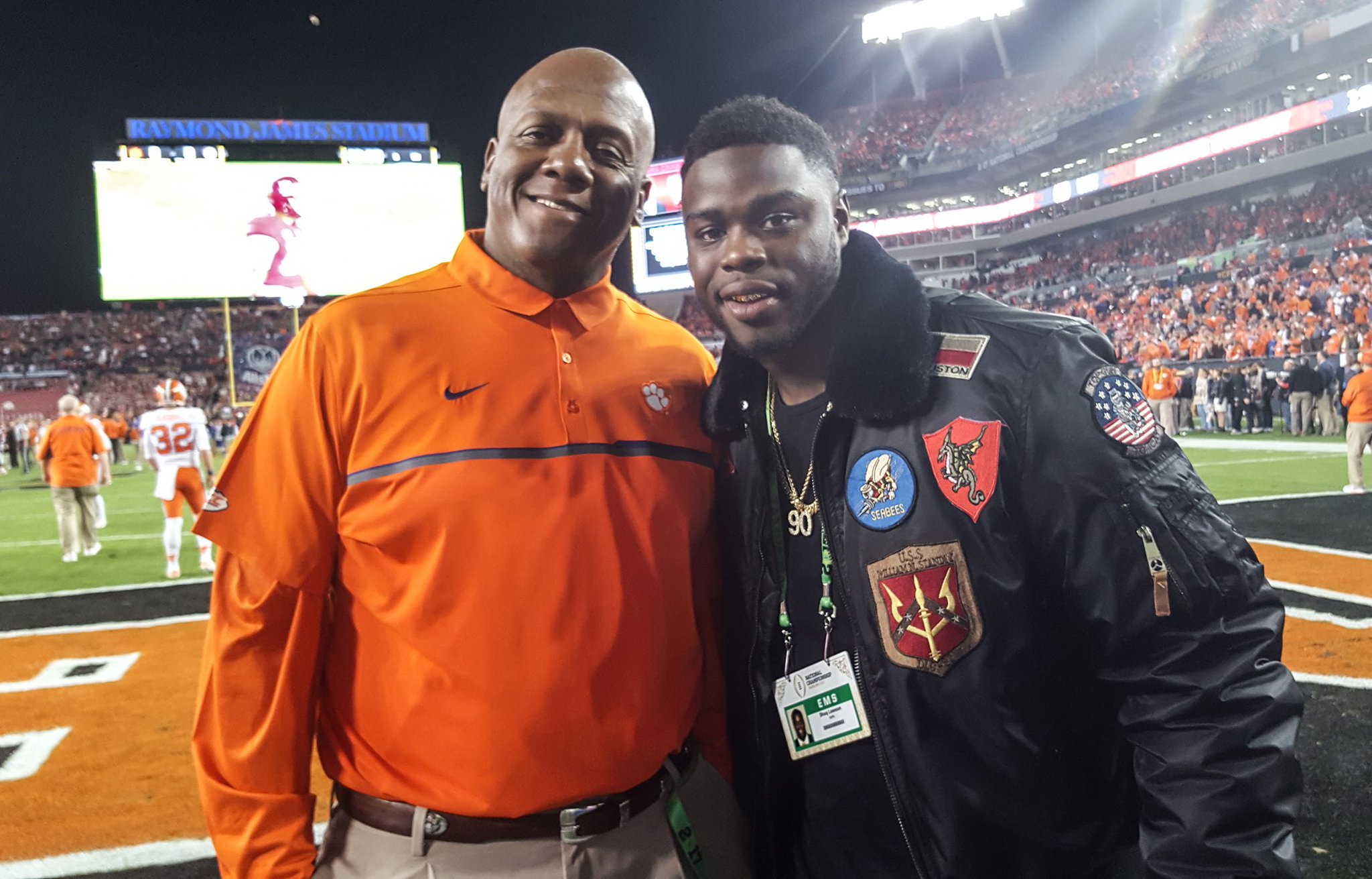 Coach Hobby with @Shaq_Lawson90! #ClemsonFamily https://t.co/u3spgbPN35