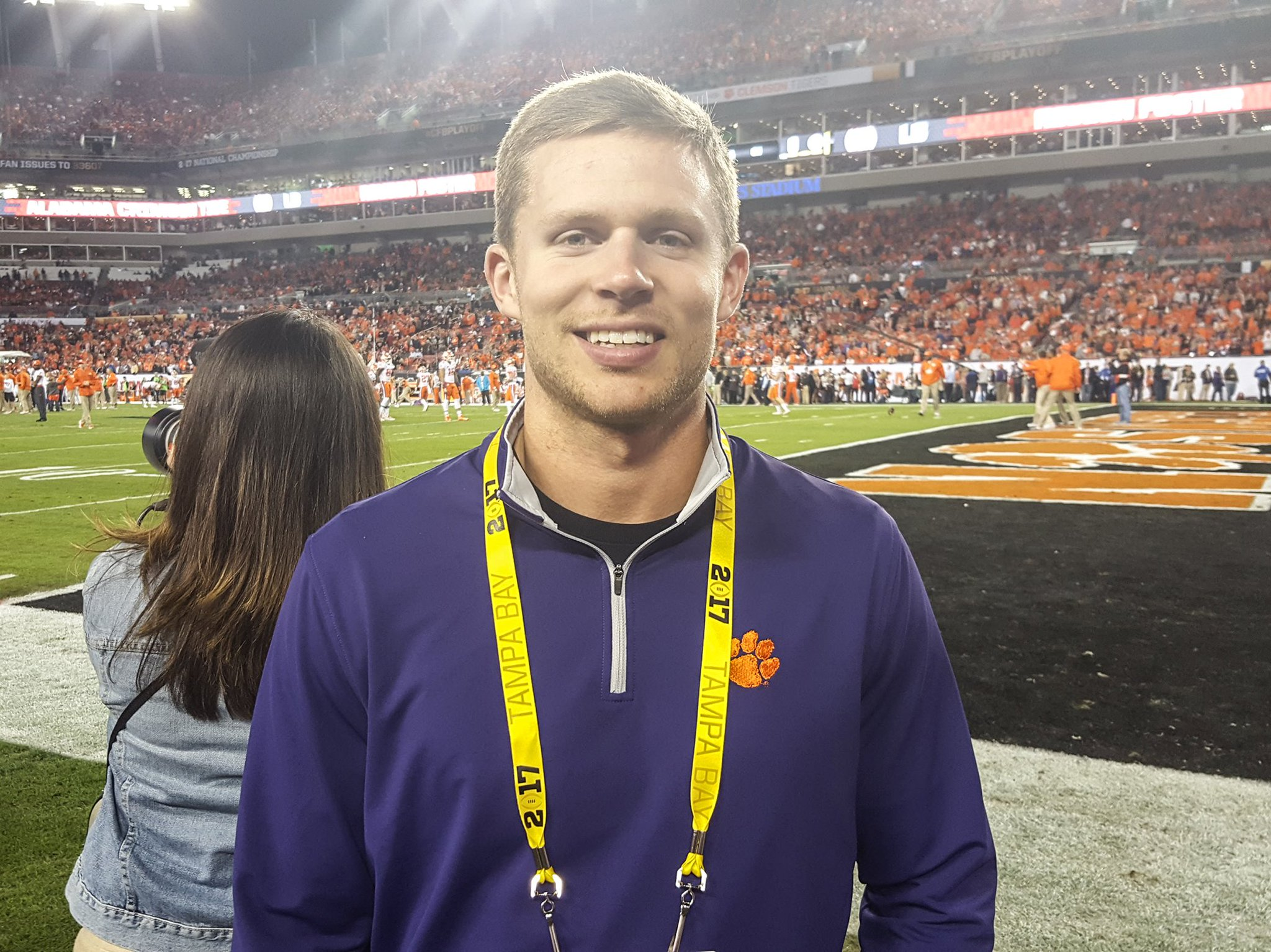 .@adamhumphries13 at his home stadium. #ClemsonFamily @TBBuccaneers #ALLIN https://t.co/ZQ44T6VdEw