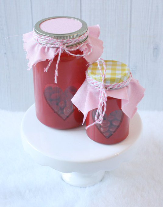 Valentine\'s Day Mason Jars via @Mommalewsblog