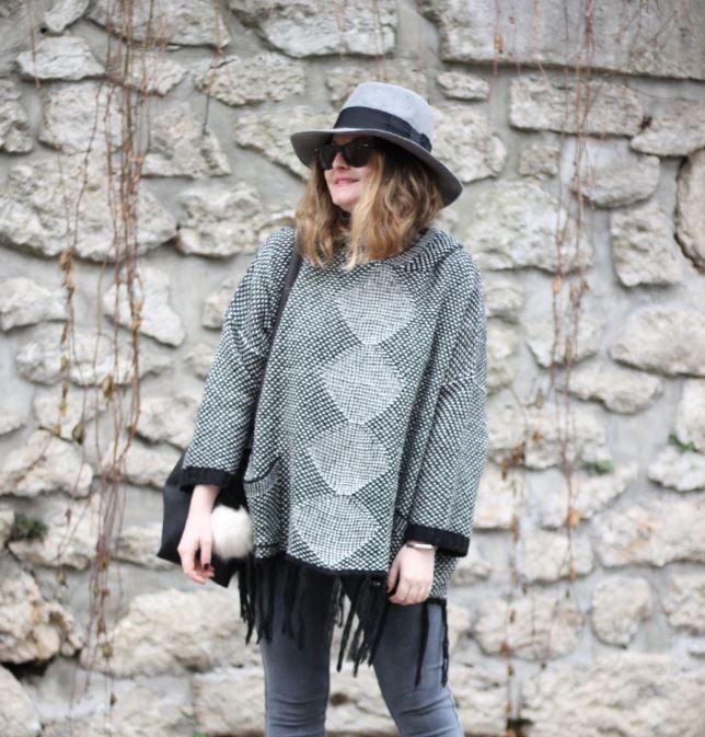 Mi-pull mi-#sweat, #gris avec de jolies #franges, @initialscb adore son nouveau #pull déniché à 25€ chez #babou  http:// buff.ly/2i9DwwE  &nbsp;  <br>http://pic.twitter.com/nzrtZHVCbh