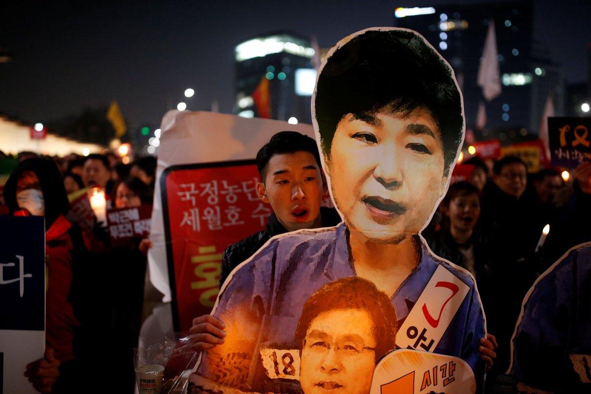 Korean minister apologises for blacklisting artists, denies involvement