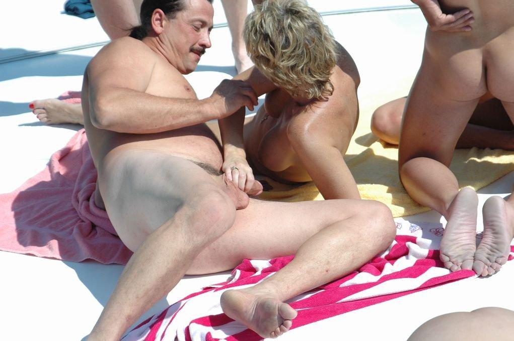 eblya-na-publike-porno
