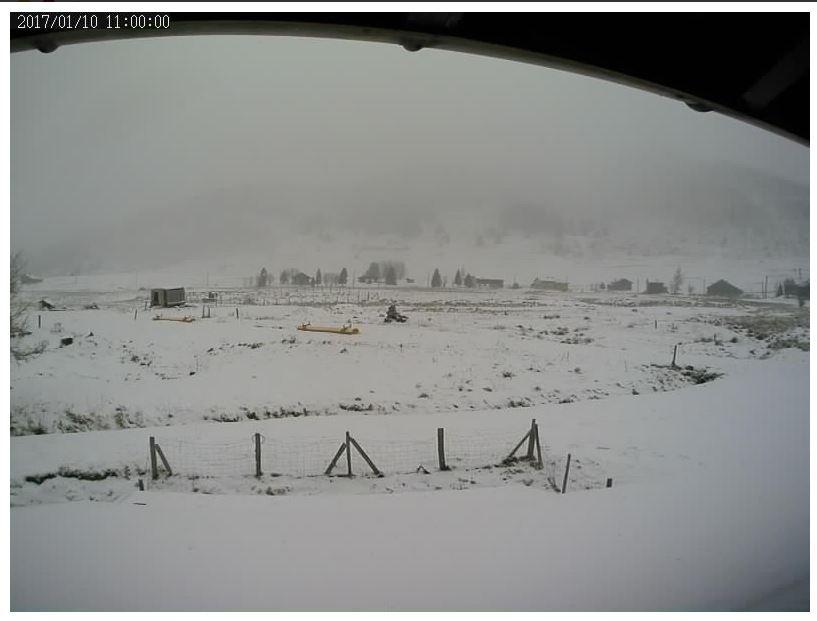 Enfin de la #neige sur le plateau de #Solaison. #QuandJetaisPetitJaimaisBien me jeter dans la neige la tête la première !!! #snowday <br>http://pic.twitter.com/rDA19Iroaa