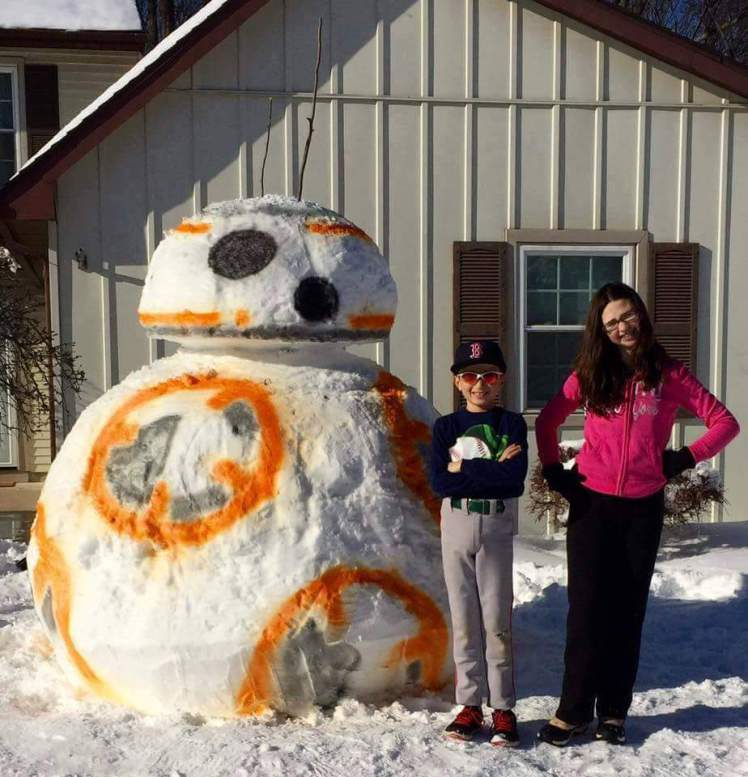 If you can ignore the Red Sox hat, this kid wins snowman building #StarWars #BB8 @1061BLI https://t.co/eSu3gw6Toc