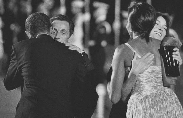 History. L&#39;Histoire. #BarackObama #MichelleObama #NicolasSarkozy #CarlaBruni<br>http://pic.twitter.com/MgE3VEa0nW