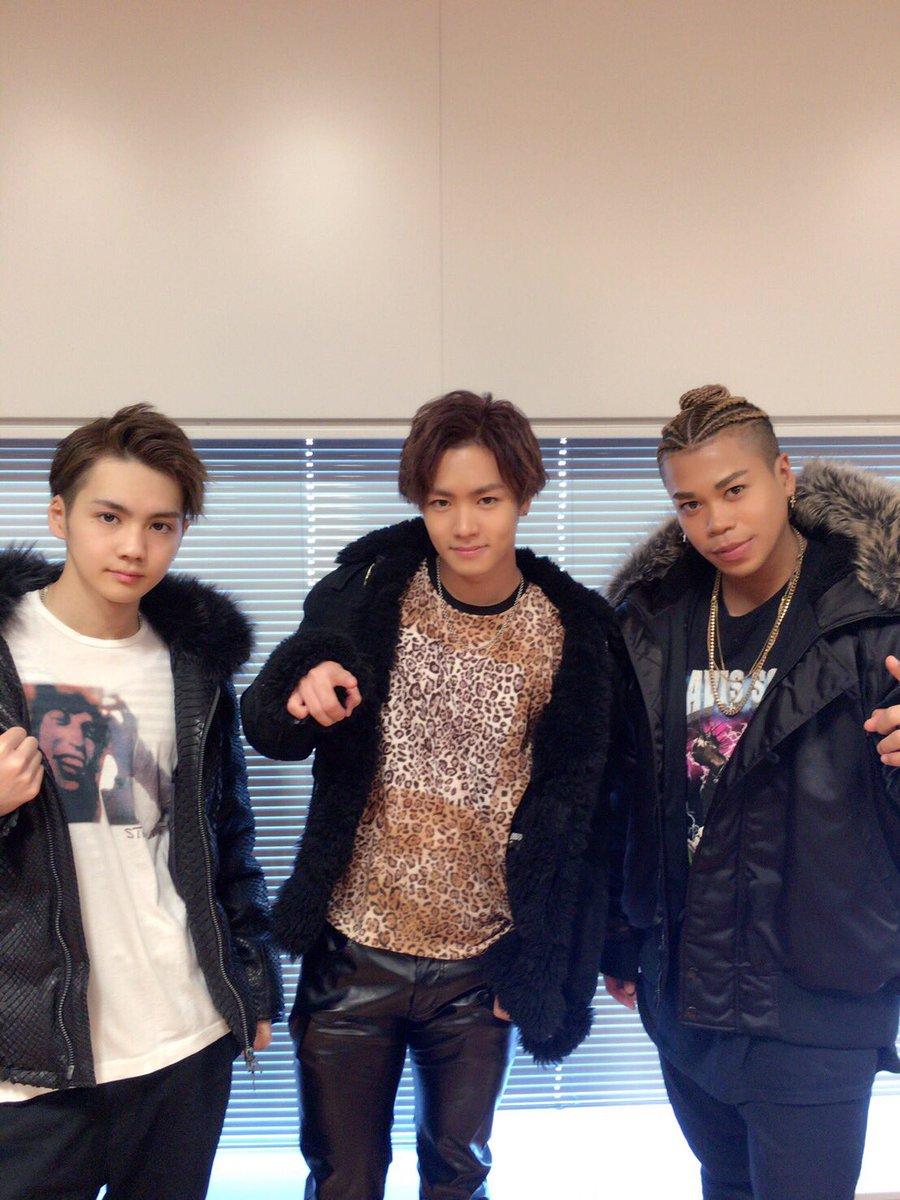 この後12:30〜TOKYO FMさんの「LOVE CONNECTION 」生放送にこの3人で出演さ…