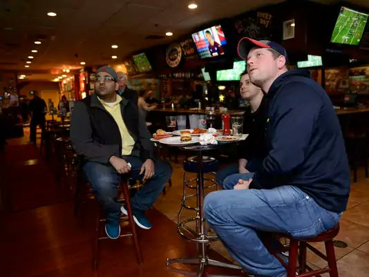 #Giants and #Jets fans endure playoffs in grief:  http://www. northjersey.com/story/news/loc al/community/2017/01/22/giants-and-jets-fans-endure-playoffs-grief/96689436/ &nbsp; … <br>http://pic.twitter.com/oZD4PYvZmk
