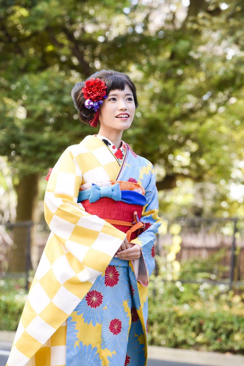 後撮りしてきました〜〜! 成人式同様、#ふりふ さん#三松 さんにお借りしました✨ かわいい振袖を着…