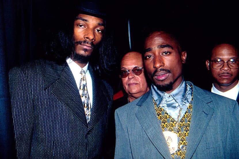 #snoopdogg nous parle de sa rencontre avec #tupac !  LIRE:  http:// bit.ly/2kisR59  &nbsp;   #alleyezonme #friends #hiphop<br>http://pic.twitter.com/fP597RWtFG