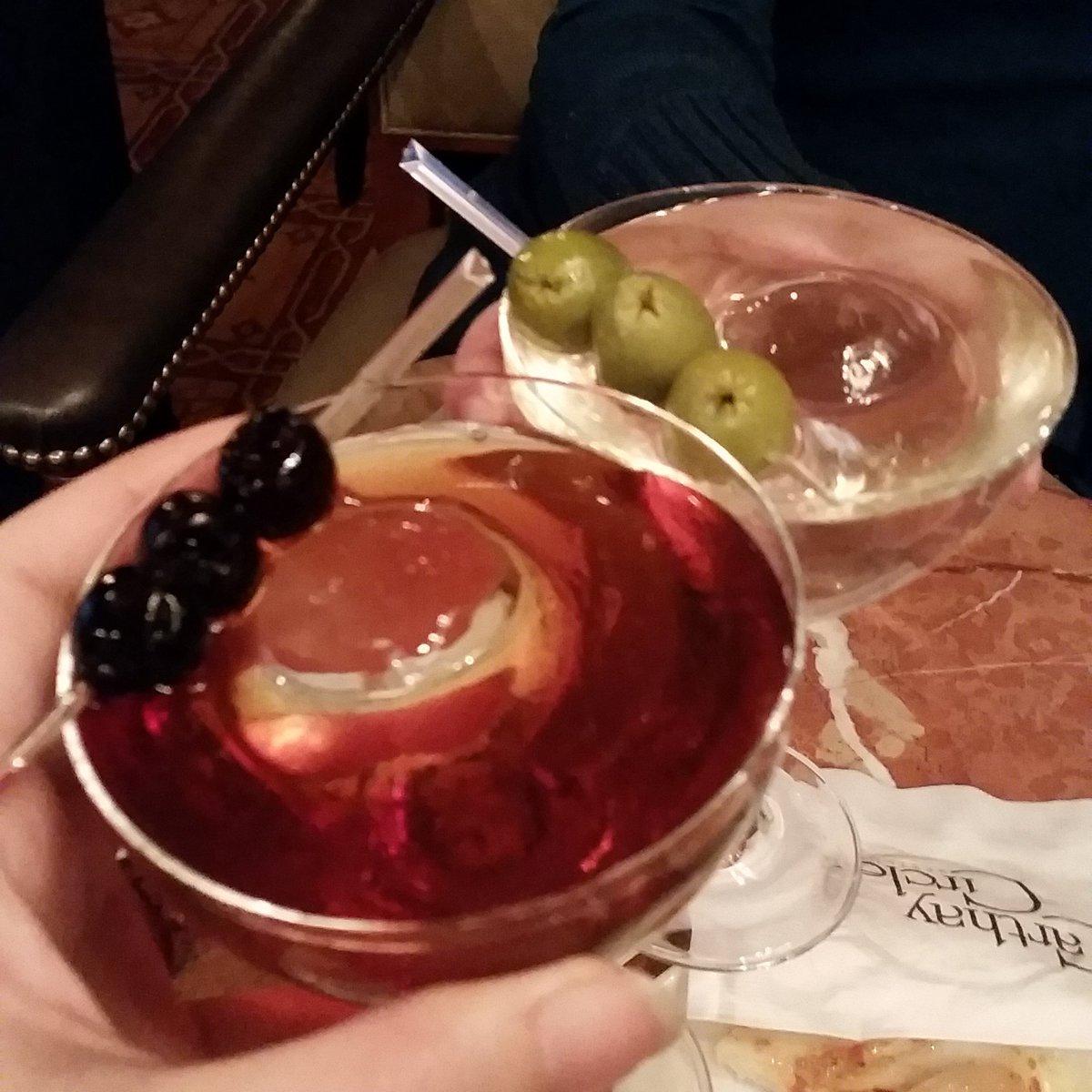 Manhattan and dirty martini, FTW!  #MomsgoneDisney #disneyside #CaliforniaAdventure #CarthayCircle @Disneyland @CultPerfectMoms<br>http://pic.twitter.com/3BBefre4wg