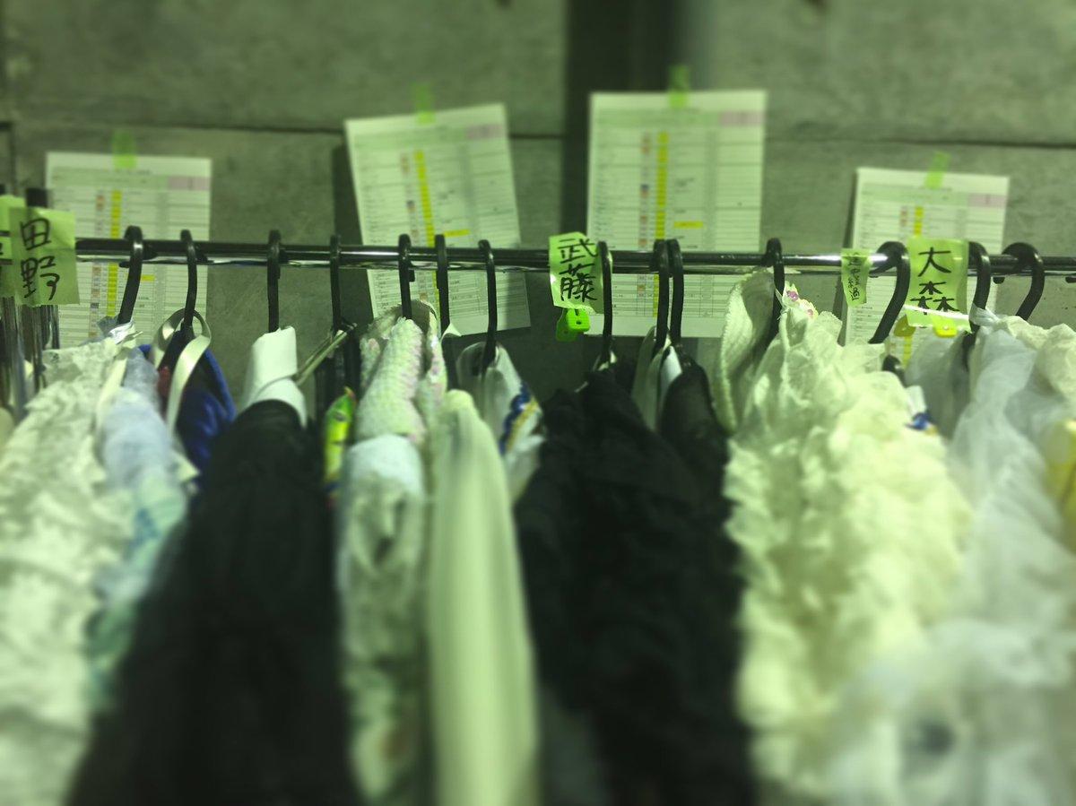 そういえば今年のリクアワも衣装さんの粋な計らいで着替え場の並びがこうなってました☆ さすがです毎年あ…