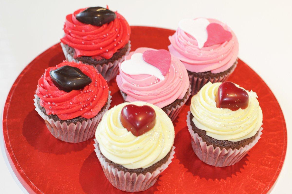 ロンドン発「ローラズ・カップケーキ」のバレンタインフレーバー、真っ赤なハートやリップのデザイン fa…