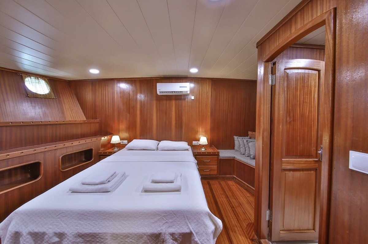 Signature #luxury #cabin #yacht boutique #exclusive #Sardinia cruises<br>http://pic.twitter.com/CNYQCwaRIp