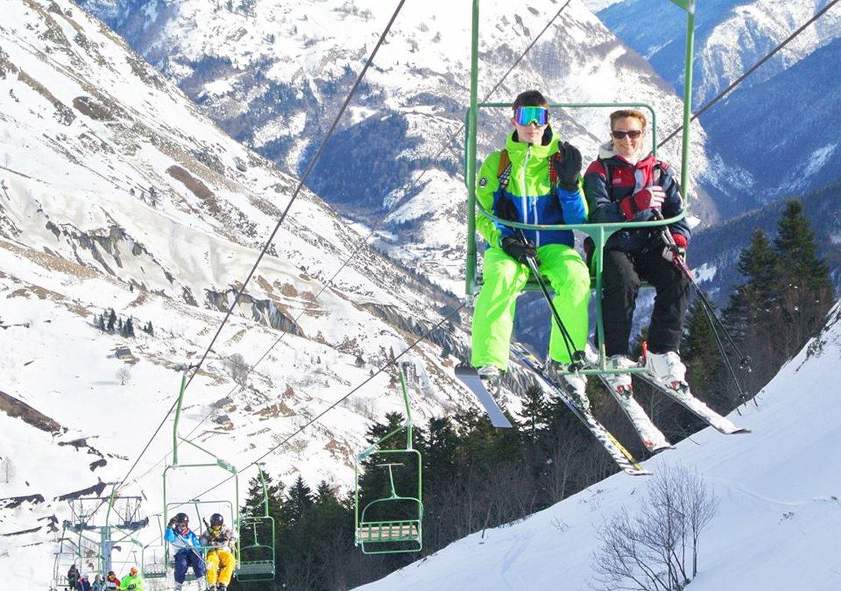 Hasta abajo y un poquito más! Piau Engaly ha abierto el telesilla Hourc. https://t.co/jUlrjrm749 @npyski @Piau_Engaly @Les_Pyrenees_ES