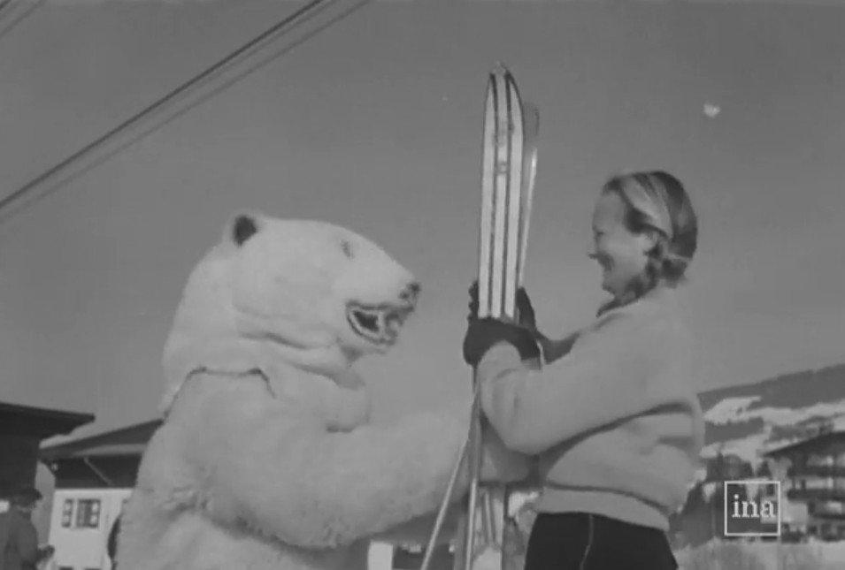 &quot; Comme les jupes l&#39;an passé, les skis se sont raccourcis ! &quot; #flashback avec l&#39;INA en 1954 ! #ski #souvenirs   http:// bit.ly/ina_skis  &nbsp;  <br>http://pic.twitter.com/AIOEk7aoQg