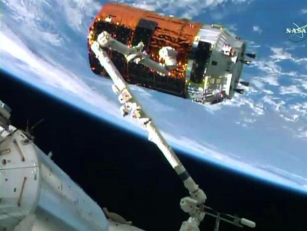 こうのとり6号機を使い「宇宙ごみ」を取り除く技術の実験 sankei.com/life/news/1…
