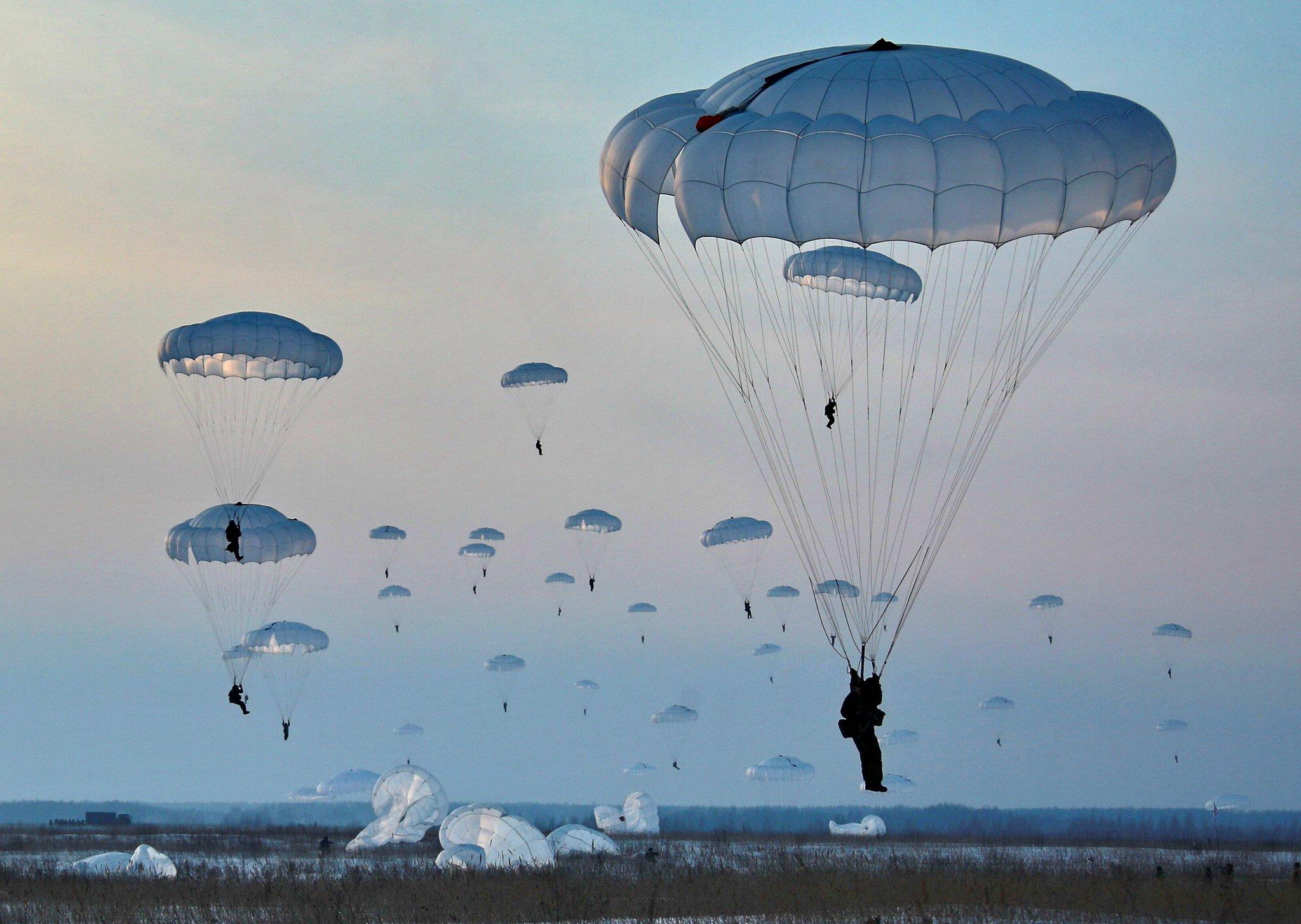 фото парашютистов вдв в небе этого