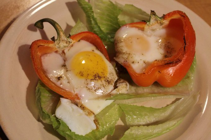 Fitness Friday: Eggs Baked in Pepper Cups — MomStart