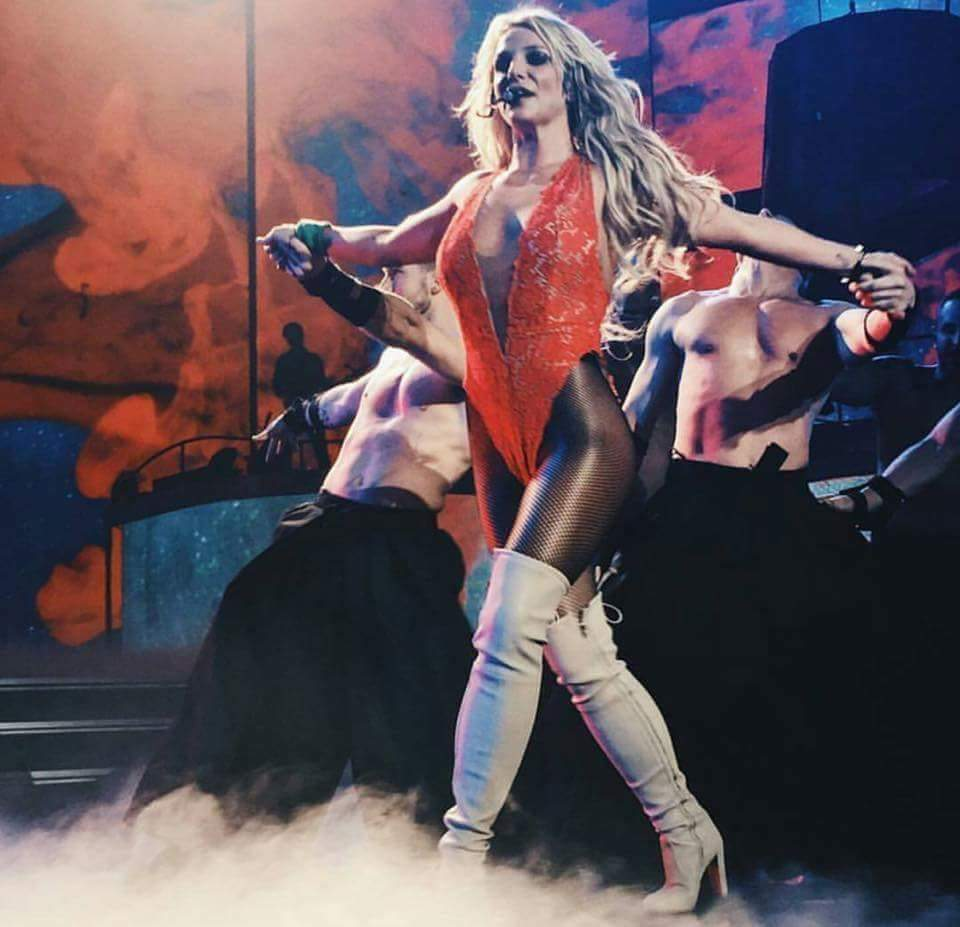 #BritneyArmy #BestFanArmy #iHeartAwards https://t.co/0c3FDsdv8J