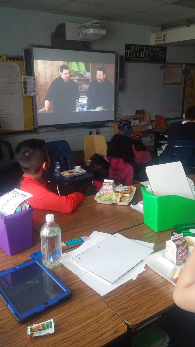 #teachgraphixlive eating lunch and learning about writing graphic novels #Turner202Strong #Turner #junction<br>http://pic.twitter.com/klzAz9ETGa