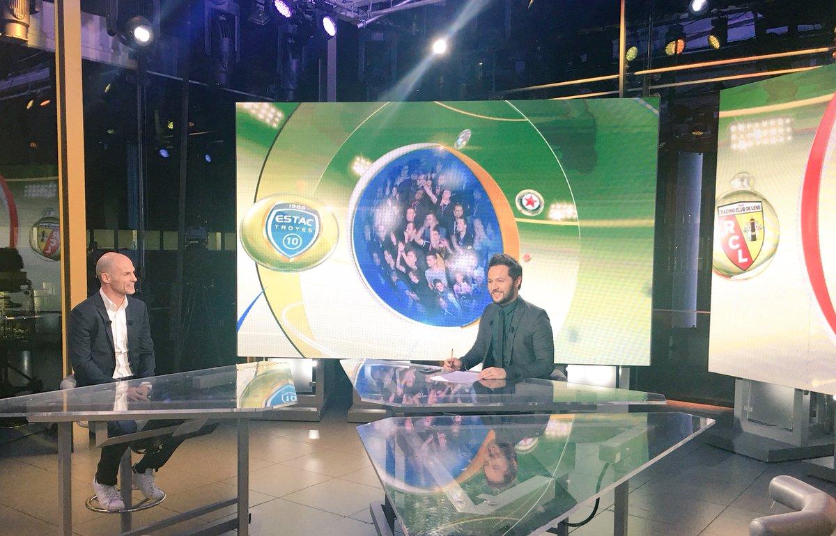 Dans quelques instants, retrouvez @NivetBenjamin sur le plateau de @canalplus #Sport pour le plateau @DominosLigue2 ! <br>http://pic.twitter.com/68sOErmTMw