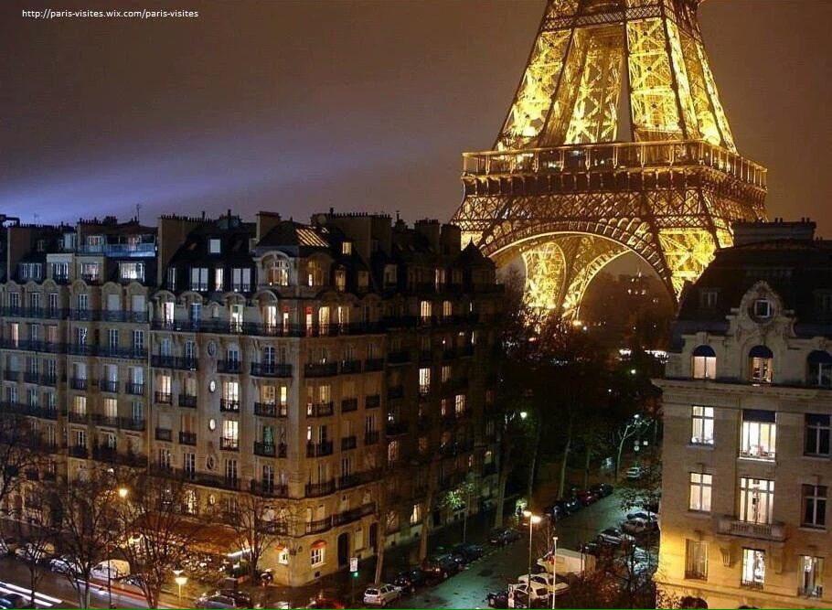 Quand les Parisiens s&#39;éclairent, la Tour brille... Bonne #soiree #Paris ! #France #tourisme #Eiffel  http:// paris-visites.wixsite.com/paris-visites  &nbsp;   #tourism<br>http://pic.twitter.com/R5czFBhf8O