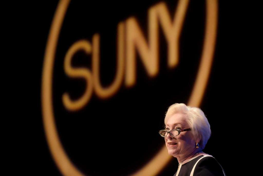Chancellor Nancy Zimpher wants to leave @SUNY the same way she found it—with a focus on system-wide change https://t.co/dSNnAAsUI4 #highered https://t.co/1fh4MROlI7