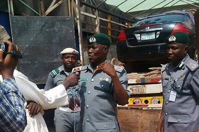 Vigilant officers and men of Customs, Sokoto/Kebbi/Zamfara Command arrested a suspected smuggled vehicle concealed in a truck loaded with firewood.
