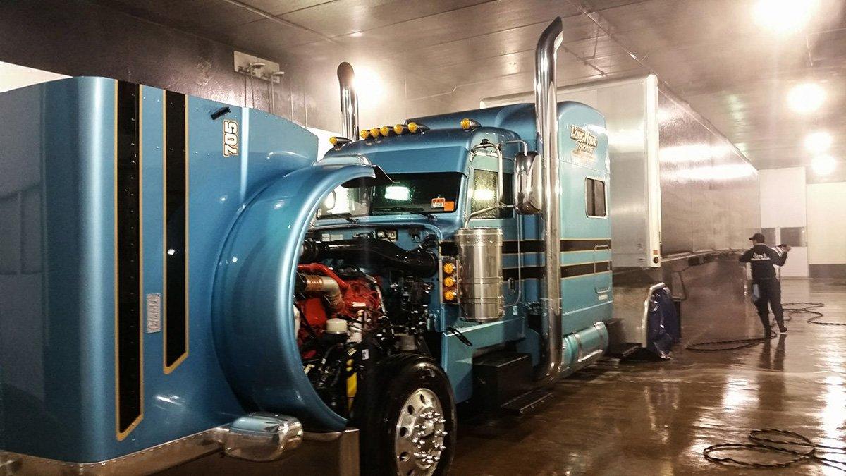 Owner Operator Brant Imhoff getting a bath! #cleantrucksrunbetter