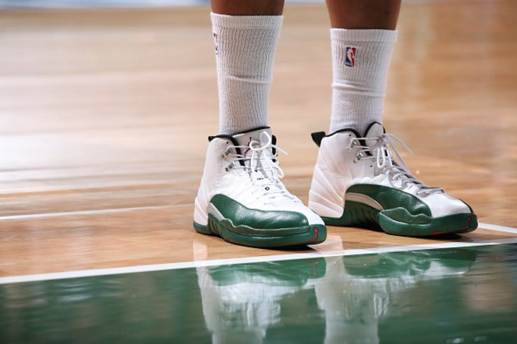 13d5cdeecd77 solewatch jabariparker brought out his bucks air jordan 12 pes tonight