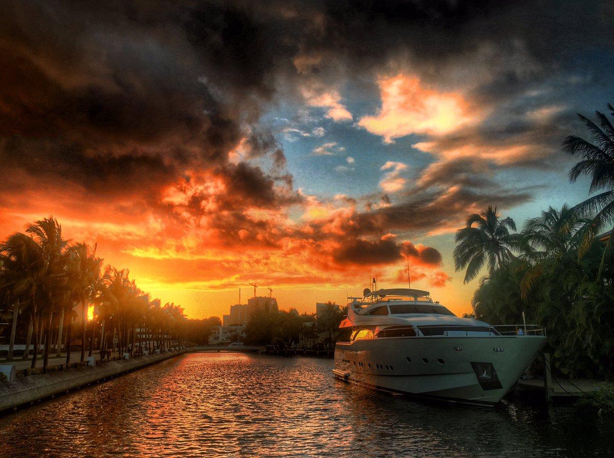 Sunset colors, Las Olas isles. https://t.co/Z7DTsUcjj3