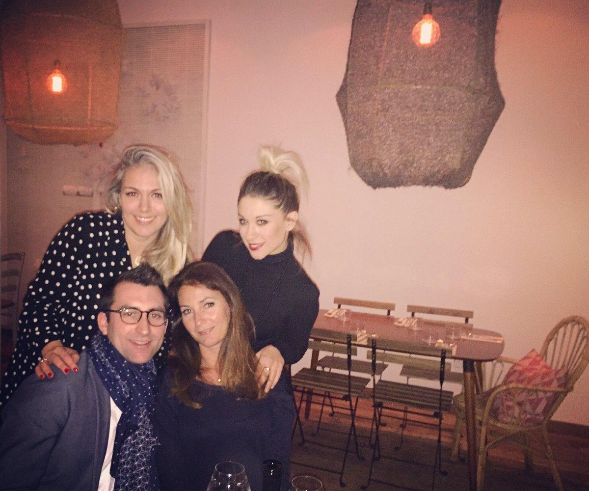 Les 4 fantastiques pour l&#39;anniversaire de ma @Nalaika  #life #simplelife #ilovemyfriends #lacevicheria #food #oneonmyfavoriteplaces<br>http://pic.twitter.com/j3msWhNTvJ