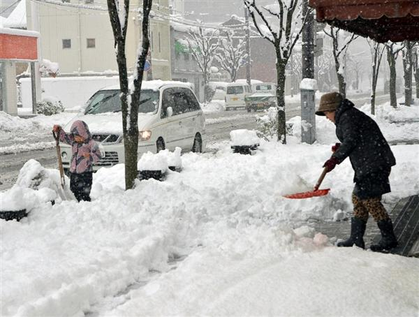 【大雪】電車運休や学校休校相次ぐ 京都・福知山、滋賀・長浜で94センチ積雪 sankei.com/w…