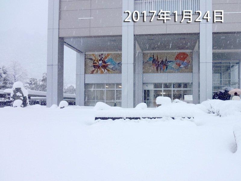 鳥取県全域に大雪警報発令中! 各地で、道路の通行止めや、渋滞が発生してるよ! 今の道路通行規制情報な…