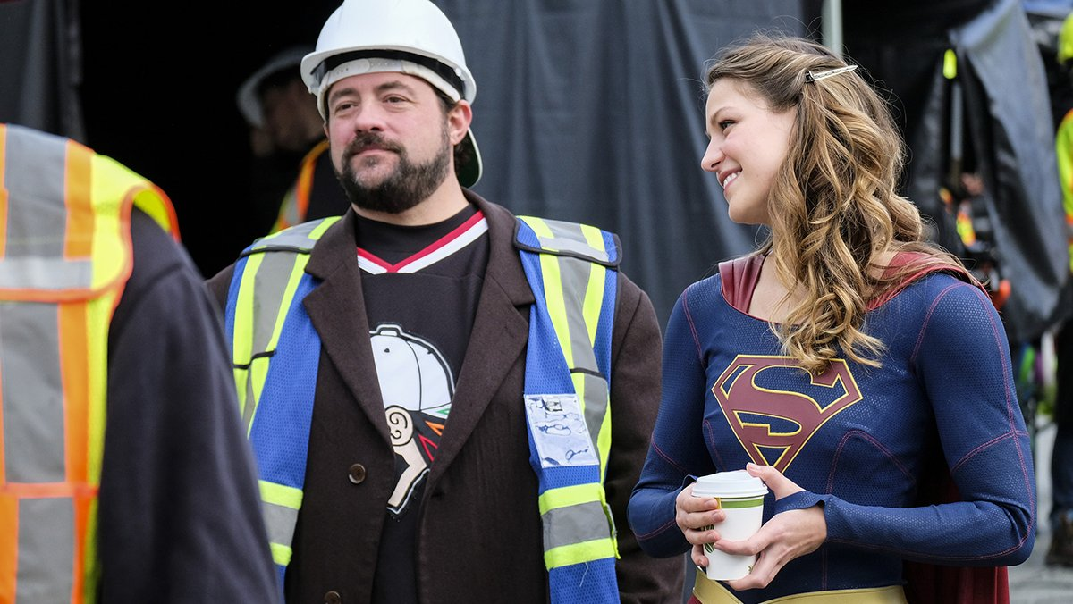 #Supergirl is back! A new episode directed by @ThatKevinSmith starts N...
