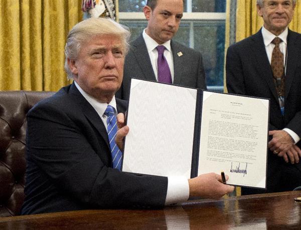 米国がTPPから永久離脱へ トランプ氏が大統領令に署名、「公式に終わらせた」 sankei.com/…