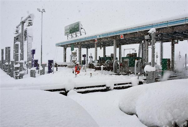 米子道の画像を追加しましたので再ツイートします。きょう午前7時台の様子…【大雪】鳥取の車立ち往生30…