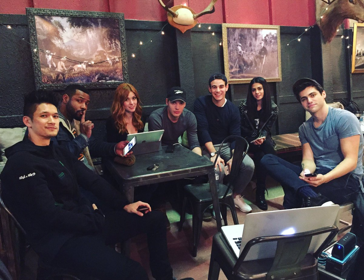 The whole gang is here! Keep live tweeting with us using #Shadowhunter...