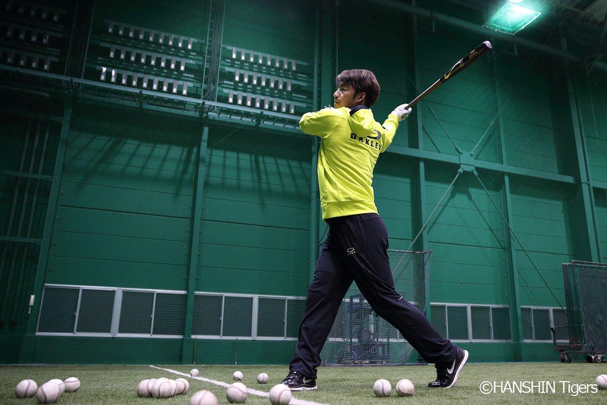 鳥谷敬選手が自主トレを公開 24日(火)、鳥谷敬選手が阪神甲子園球場室内練習場での自主トレを公開しま…