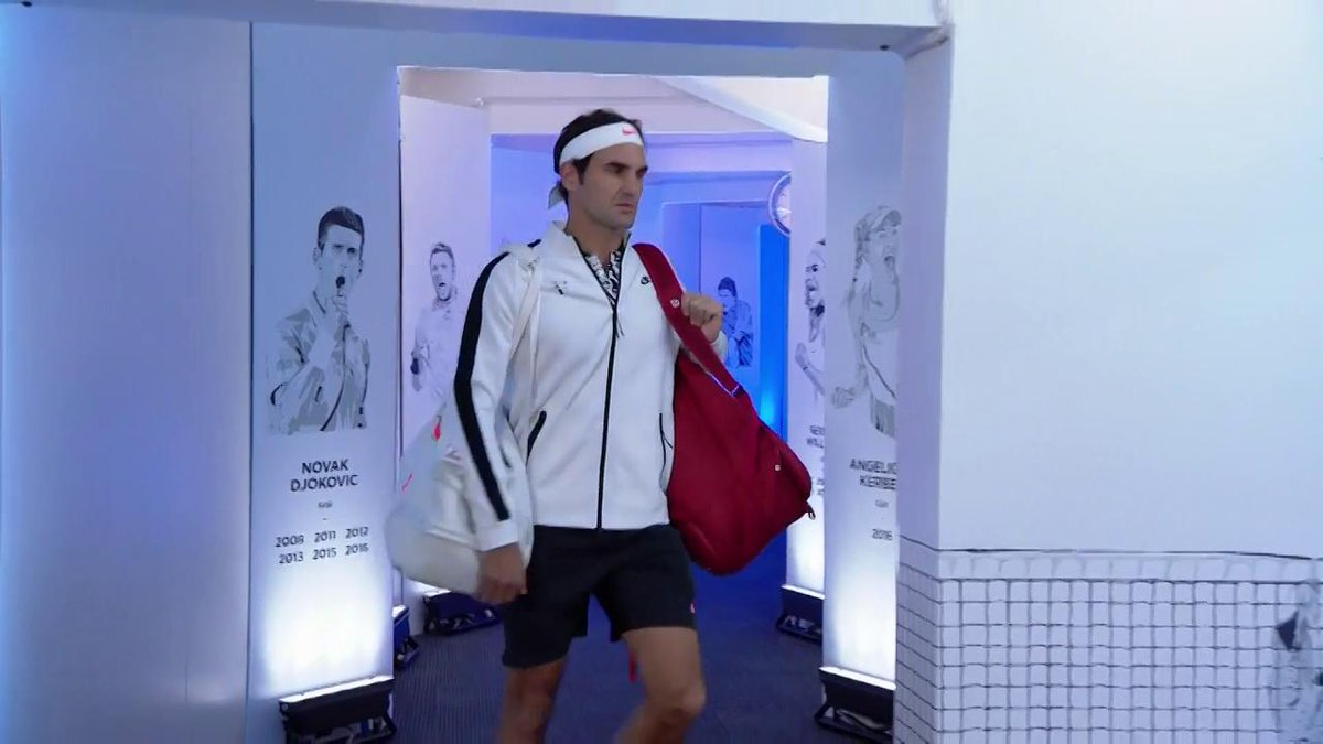 This is going to be a cracker! #Zverev and #Federer walk out onto RLA. #AusOpen