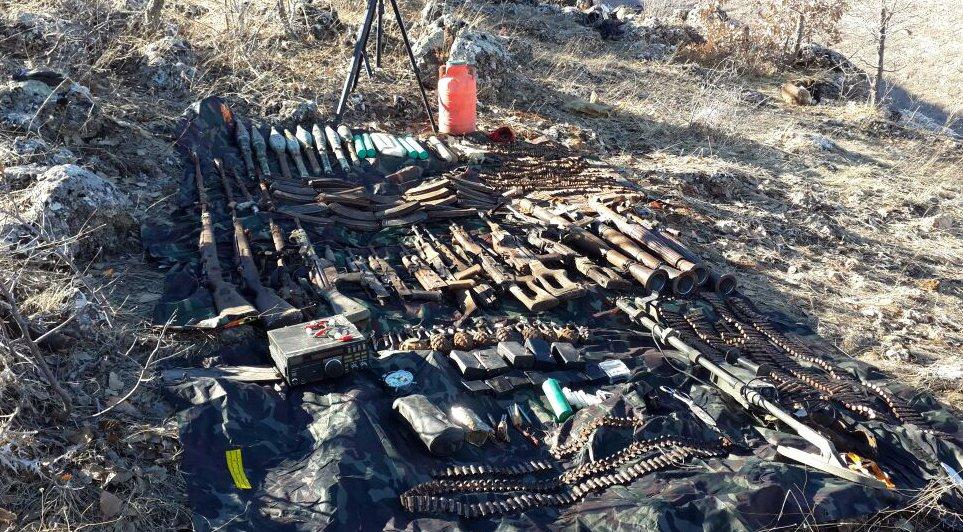 Batman'ın Hasankeyf ilçesinde PKK'ya ait çok sayıda mühimmat ele geçir...