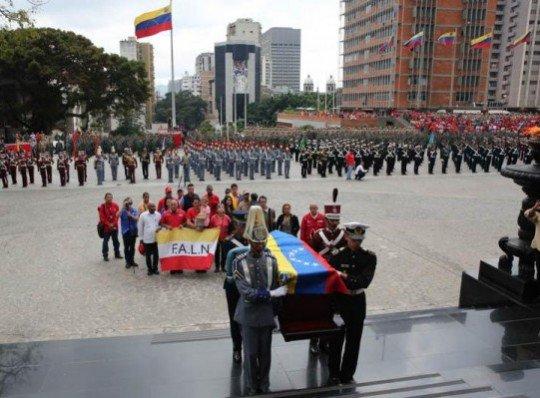 Maduro recibió restos mortales de Fabricio Ojeda en el Panteón Naciona...