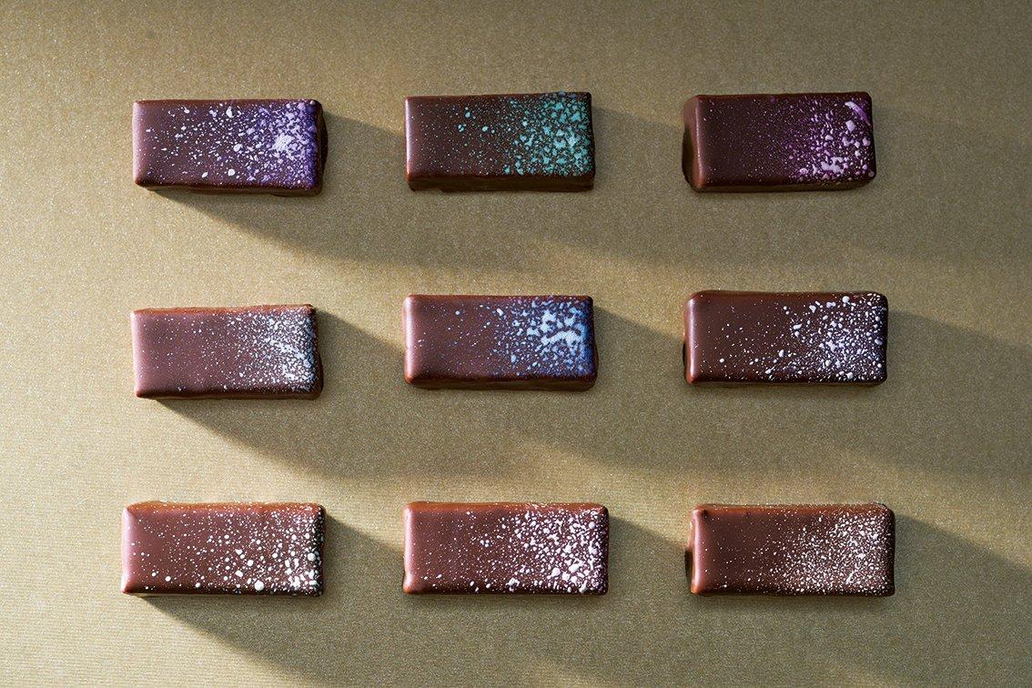 銀座千疋屋築地店のバレンタイン - 日本の四季を表現したショコラや、チョコに丸ごと苺をのせたスイーツ…
