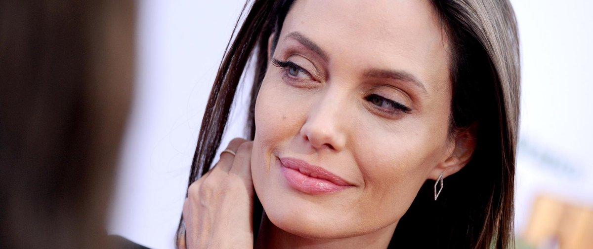 L'actrice #AngelinaJolie, égérie #parfum de @Guerlain à 1 condition......