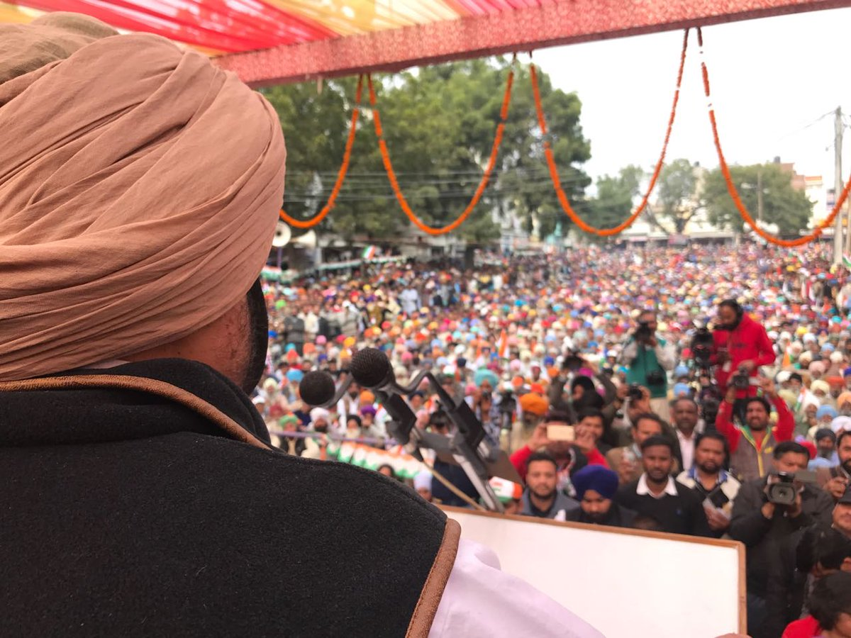 Were they sleeping for 10 years, asks @capt_amarinder, rejecting #SAD #manifesto promise of farm loan waiver as gimmick #Mansa #publicrally<br>http://pic.twitter.com/h5ULgbqIRF