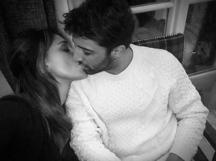 """Belen innamorata pazza di Iannone: """"Tu mi fai stare così bene - https://t.co/KOAzk4ywV2 #blogsicilianotizie #todaysport"""