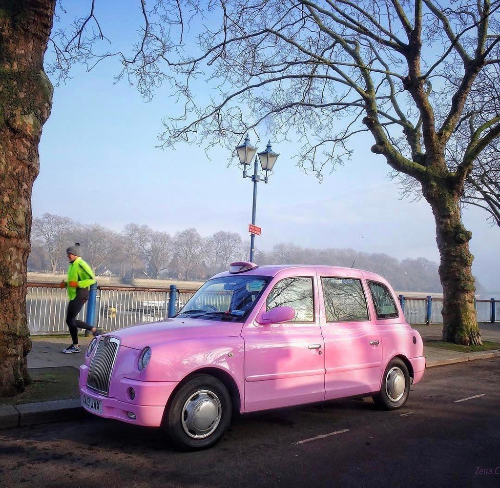 Would you prefer pink or a classic #blackcab to take you around #Londo...