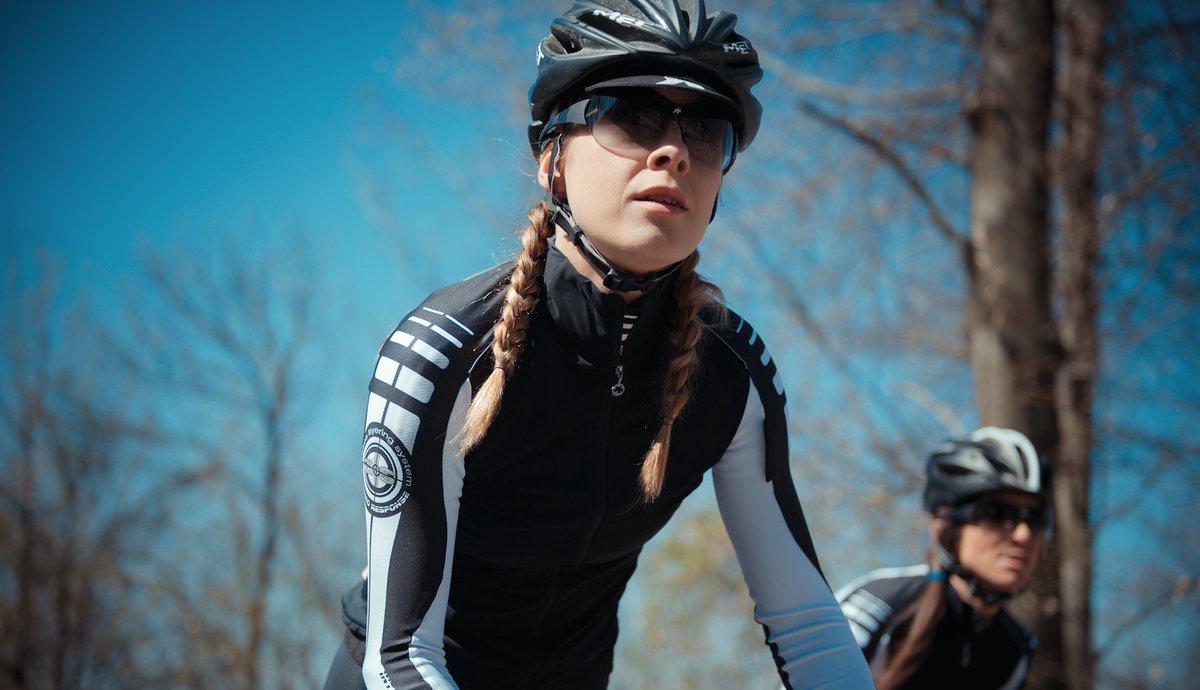 Bonne et heureuse &quot;Journée Internationale #sport #féminin&quot; à toutes! Bien à vélo les filles! #sportféminin<br>http://pic.twitter.com/iVQbxAclz5